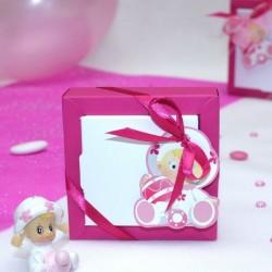 Boite à dragées carré bébé rose