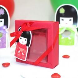 Boite à dragées kokeshi rouge