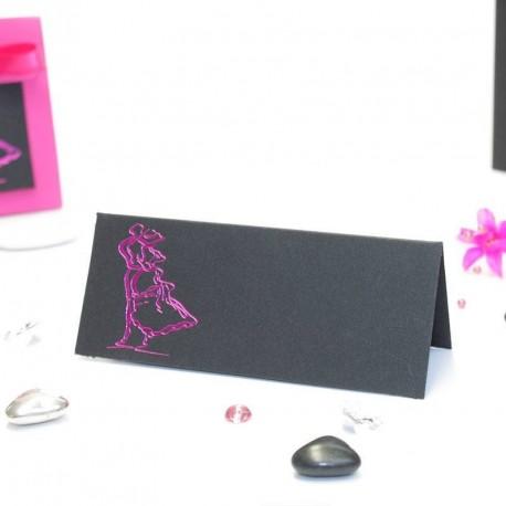 Carte de table thème couple enlacé noir et fuchsia